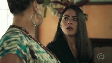 Waleska diz para Coronela que o resultado do DNA chegou - Enquanto a mãe está tranquila, a filha é puro nervosismo