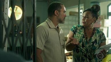 Coronela falsifica exame de DNA do filho de Waleska - Ela dá em cima de Florêncio que tenta se esquivar, mas acaba pagando pelo serviço de Nicácio