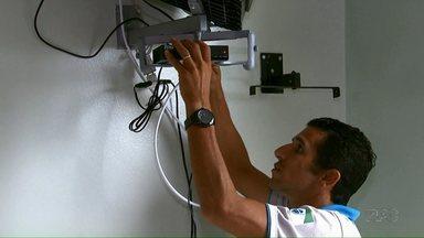 Faltam 19 dias para o desligamento do sinal analógico nas TVs - Nesta sexta-feira (9) o hospital da Zona Sul de Londrina recebeu kits com conversores.