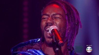 Jonathan Azevedo canta 'O Que Sobrou do Céu\ Realidade Favela' - Ator conquista o público com um apresentação baseada no 'Hip Hop' e recebe nota 10 dos especialistas