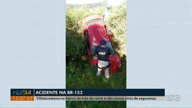 Mulher morre em acidente na região de Mallet - Carro capotou na BR-153, a vítima estava no banco de trás, sem cinto de segurança.
