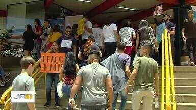 Alunos fazem segundo dia de provas do Enem, em Goiânia - Muitos candidatos contaram que estavam nervosos para começar o exame.