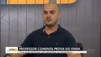 Professor comenta provas do Enem, em Goiânia - Depois de uma longa preparação e dois domingos de prova, candidatos agora esperam pelo gabarito oficial.