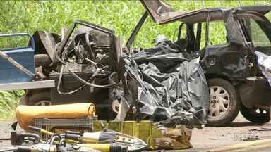 Cinco pessoas morrem em grave acidente na PR-317 - Duas das vítimas estavam sendo levadas pela mãe para fazer provas do Enem.