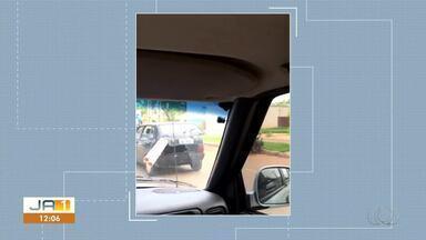 Morador envia flagrante no trânsito de carro carregando canos expostos fora do veículo - Morador envia flagrante no trânsito de carro carregando canos expostos fora do veículo