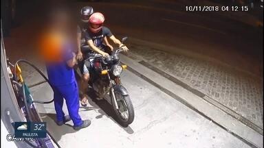 Posto de combustível é assaltado no Barro - Dois homens chegaram em motocicleta e ameaçaram frentista.