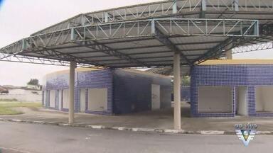 Prefeito prometeu, mas cidade de Bertioga continua sem a rodoviária e sem a UPA - Obras já deveriam estar prontas, mas prefeito não cumpriu com a promessa feita no início do mandato.