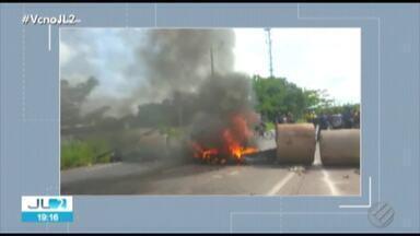 Moradores de Marituba, na Grande Belém, protestam na BR-316 - O trânsito ficou bastante complicado durante a manifestação.