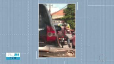 Suspeitos de assaltar motorista é preso em Campos, no RJ - Assista a seguir.