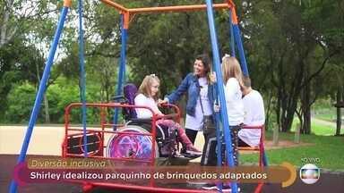 Mãe idealizou parque público com brinquedos inclusivos - Shirley tem uma filha com deficiência e teve a ideia para ver as crianças brincando juntas. Curitiba já possui 5 parques adaptados