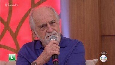 Ary Fontoura está em cartaz em 'Num Lago Dourado' - Espetáculo fala do amor