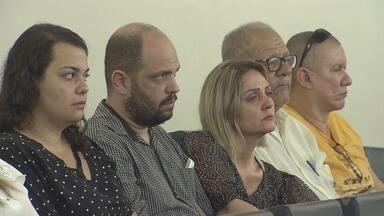 Ato contra violência lembra advogada e marido assinados em Peruíbe - Ação foi realizada na Câmara de Santos