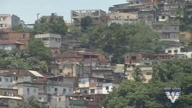Defesa Civil faz trabalho de prevenção em morros da região - Santos também vive estado de alerta após tragédia no Rio de Janeiro