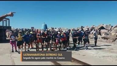 Ultramaratona Extremo Sul começa na praia do Cassino, em Rio Grande - Prova de 226 km reúne 50 atletas de várias as partes do Brasil. Desafio é chegar até a Barra do Chuí, em Santa Vitória do Palmar, em até 54 horas.