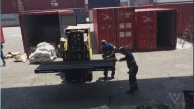 Mais de uma tonelada de cocaína é encontrada escondida no cais - Dois carregamentos tinham como destino portos europeus e foram interceptados, antes de serem embarcados em navios.