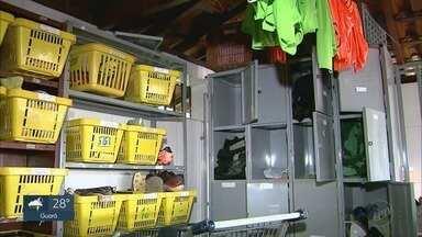 Francana contabiliza prejuízos após furto em centro de treinamento - Ladrões invadiram alojamento em Franca (SP) e levaram materiais esportivos.