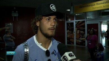Após desembarque, Avaí segue para hotel e se prepara para último treino antes do jogo - Equipe desembarcou na quinta-feira (15).