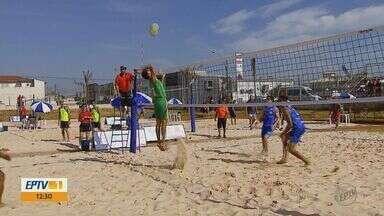 Quadra de areia é construída para Jogos Abertos em São Carlos - Quadra construída no Santa Felícia será usada para Vôlei de Praia durante as competições.