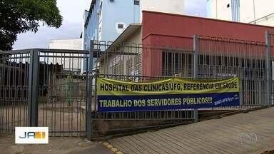 Pacientes encontram Hospital das Clínicas fechado ao chegar para fazer exames, em Goiânia - Eles reclamam que não foram informados do fechamento da unidade nesta sexta.