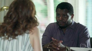 Marcelo fala para Gabi que o jurídico pode agir contra Tânia - Ela quer saber se existe uma estratégia para frear essa mulher