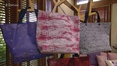 Artesã ensina a fazer bolsa usando banner - Além lindas elas contribuem com o meio ambiente