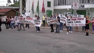 Moradores de Santa Isabel protestam contra administração da cidade - Manifestantes alegam que a atual gestão passa por problemas.