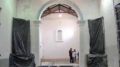 Restauração da Igreja de Nossa Senhora d´Ajuda, em Itaquaquecetuba, entra na terceira fase - Local chegou a ser interditado por problemas na estrutura e já está com a fachada e telhado recuperados.