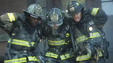 Um Grupamento Problemático - Severide é o alvo de um novo incendiário. Uma auditoria levanta o desempenho do 51º, que pode ser fechado. Casey reflete sobre o aniversário de um ano da morte de Andy.