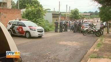 Suspeito de assalto morre em troca de tiros com a PM em Jardinópolis, SP - Dupla tentou roubar malote e um dos ladrões conseguiu fugir.