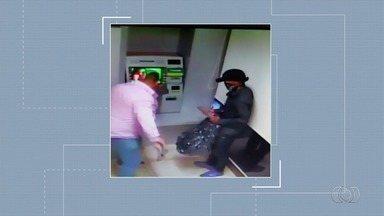 Dupla é presa suspeita de explodir caixa eletrônico em Planaltina - Eles arrombaram caixa em agência do Banco do Brasil.