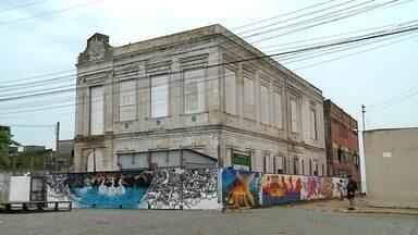 Começa restauro do prédio da Intendência em São José do Norte - Recursos através da Lei Rouanet vão permitir reparos no telhado do prédio histórico, localizado no centro da cidade.