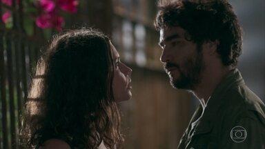 Geandro faz um acordo com Lourdes Maria - Ela ouviu tudo sobre Gabriel e Geandro promete tentar fazer Júnior se interessar por ela