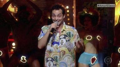 Eduardo Sterblitch faz performance musical - Ele canta o 'Funk da Pamonha' no palco do Amor e Sexo