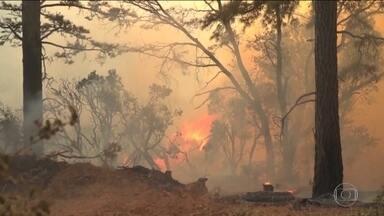 Depois do fogo, Califórnia enfrenta o perigo das enchentes - Cientistas alertam que algumas regiões do planeta vão enfrentar cada vez mais fenômenos climáticos extremos ao mesmo tempo.