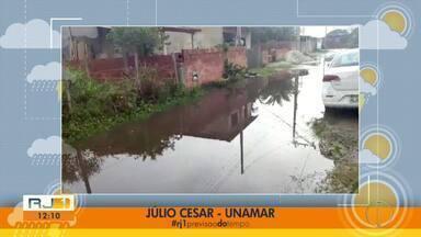 Moradores de Cabo Frio, RJ, mostram problemas causados pela chuva no município - Assista a seguir.