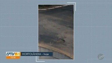 'Até Quando?': Buraco em cruzamento de Hortolândia abre novamente e causa transtornos - Cruzamento fica no Jardim Nossa Senhora de Fátima. Prefeitura tinha tapado o buraco no final de outubro.