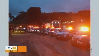 Oito suspeitos de roubo em Minas Gerais são presos em Tapiratiba - Crime aconteceu na tarde de terça-feira (20). Polícia também apreendeu três adolescentes.