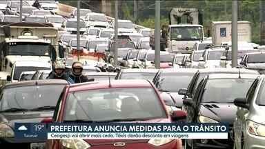Prefeitura anuncia medidas para o trânsito na região de Pinheiros - Ceagesp vai abrir mais cedo e táxis darão descontos em viagens na região onde o viaduto cedeu. A CPTM mudou a circulação na Linha 9-Esmeralda. Os trens estão com velocidade menor para evitar a trepidação no viaduto.