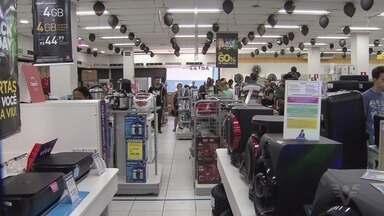 'Black Friday' movimenta o comércio nas cidades da região - Sexta-feira de descontos levou consumidores às lojas.