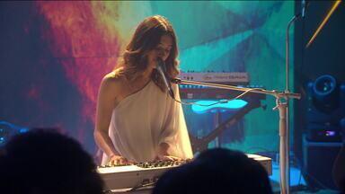"""Dupla Anavitória canta """"Amor de índio"""" - Dupla Anavitória canta """"Amor de índio""""."""