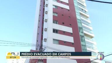 Moradores ouvem estrondo e prédio é evacuado em Campos, no RJ - Assista a seguir.