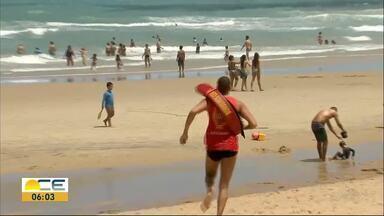 Dois casos de afogamento na Praia do Futuro no fim de semana - Um turista d Recife morreu no sábado. Outros banhistas conseguiram se salvar