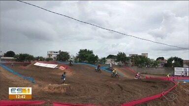 Etapa do Supercross reúne mais de 100 pilotos em Linhares - Cerca de 6 mil pessoas foram assistir.