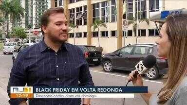 Lojistas fazem balanço de vendas durante Black Friday em Volta Redonda - Muitas lojas continuaram com as promoções até domingo (25).