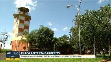 Aeroporto de Barretos vira pista de corrida - Piloto flagrou a movimentação de carros no espaço dos aviões.