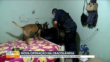 Polícia cumpre 12 mandados de prisão na região da Cracolândia - Policiais tomaram as ruas da Cracolândia para cumprir 12 mandados de prisão contra o tráfico de drogas na região. Várias pensões e cortiços eram usados como depósitos pelos traficantes. Não houve confronto com os usuários de droga.