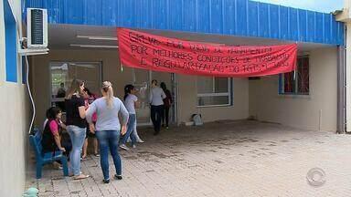 Com salários atrasados, funcionários do hospital de Cacequi entram em greve - Médicos estão com salários atrasados há um mês, mas não pararam as atividades.