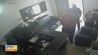 Criminosos fazem arrastão em escritórios e imobiliárias da região - Pelo menos dois homens estão envolvidos nos roubos a funcionários de escritórios e imobiliárias em várias cidades do interior e na capital.