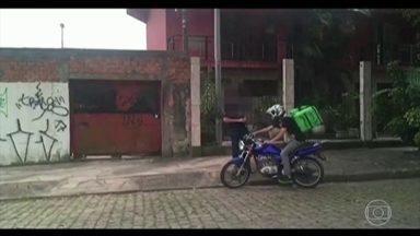Criminosos criaram sistema de entrega de drogas por moto e bicicleta em Porto Alegre - Eles se passavam por motoristas de aplicativos de entrega de comida.