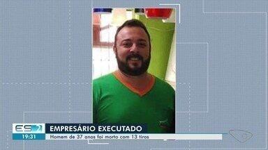 Empresário é assassinado dentro de empresa em Afonso Cláudio, ES - O crime aconteceu nessa terça-feira (28). As câmeras de videomonitoramento filmaram a ação. O homem morreu no local.